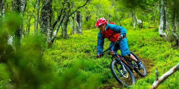 Jonathan Maunsel mountain biking in Norway